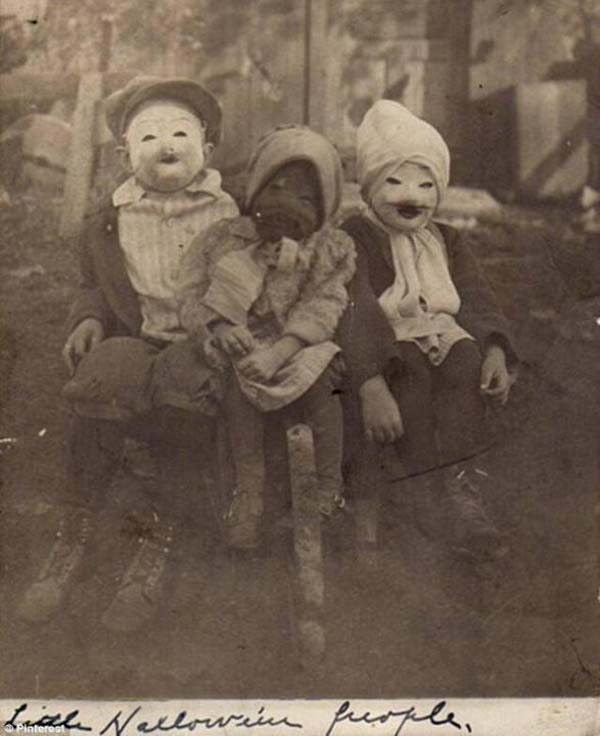 three kids in their spooky halloween costumes 1900 - Halloween Costumes 1900