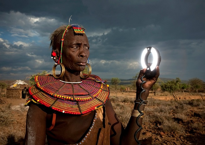 Photoshop Battle 8 Pokot with a Flash