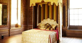 Royal Bed by Savoir