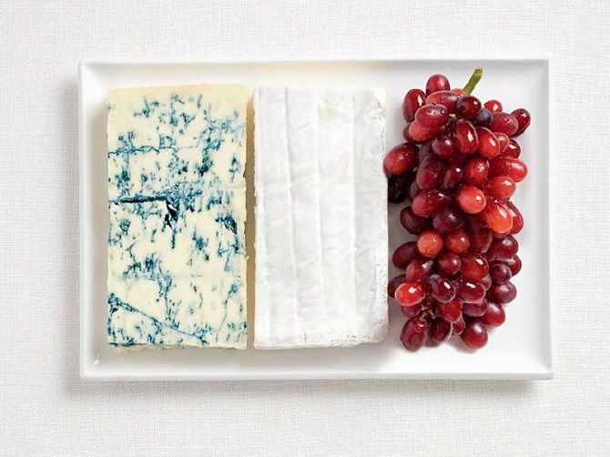 France - Blue cheese, brie and grapes
