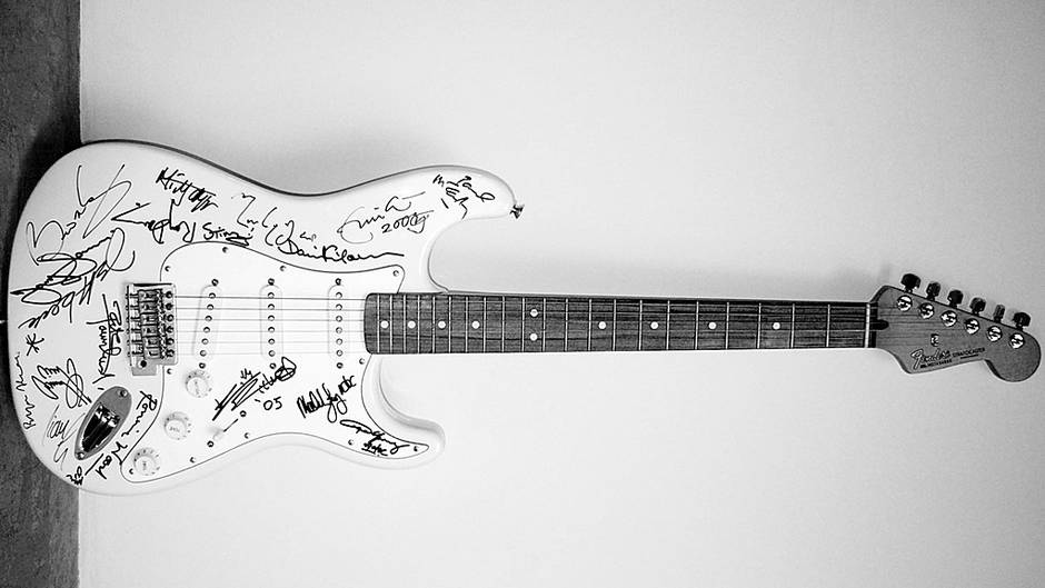 Reach out to Asia Fender Stratocaster