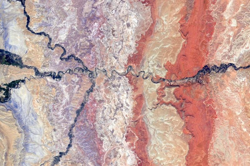 Abandoned scrolls from meandering rivers tangle the land into a mess of exposed rock and sediment