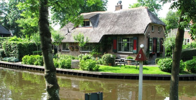 The cottage homes of Giethoorn
