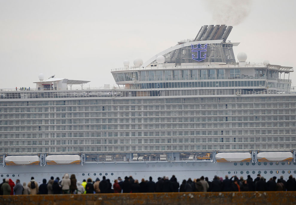 The World39s Largest Cruise Ship  QuotHarmony Of The Seasquot