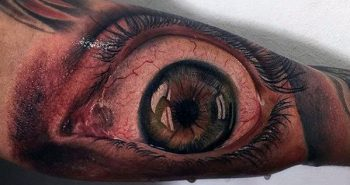 amazing-hyper-realistic-mens-3d-eye-bicep-tattoo