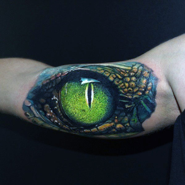 bicep-green-hyper-realistic-dragon-eye-tattoo-on-gentleman