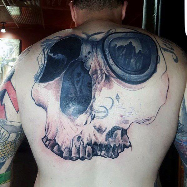 mens-tattoo-cover-up-ideas-on-back-with-skull-3d-design