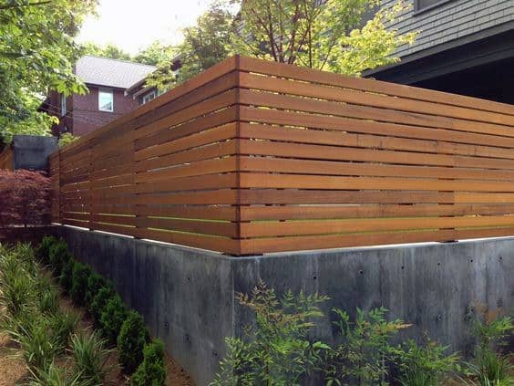 conrete-and-wood-home-privacy-fence-ideas
