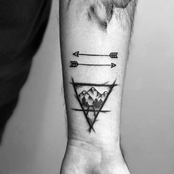 guys-small-arrow-tattoo-deisgns-on-wrist