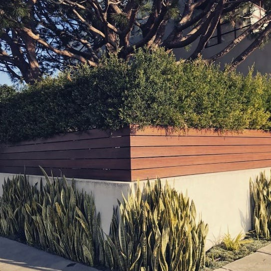 wood-and-composite-privacy-fence-front-yard-modern-ideas